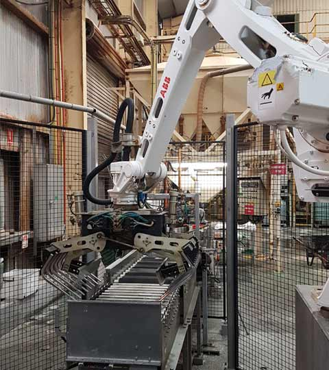 palletising-robot-cell shows off it's movement range