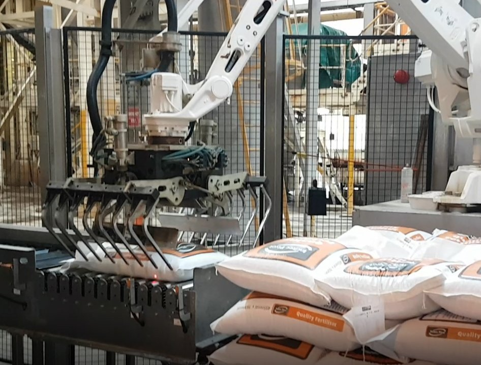 palletising-robot-cell-in-action