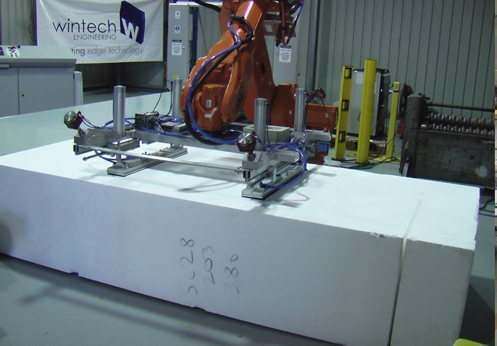 horizontal -foam handling-robot
