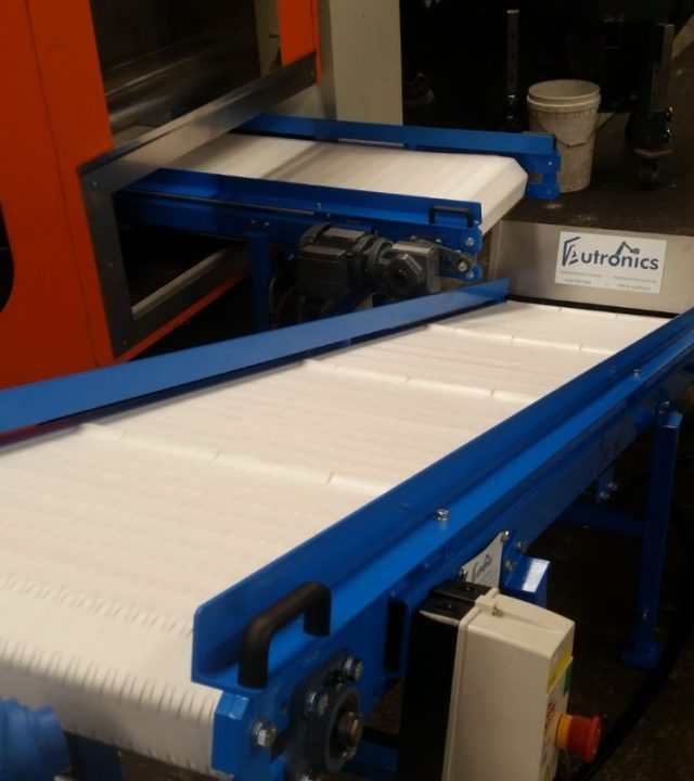 autronics-low-profile-moulding-machine-conveyor.jpg